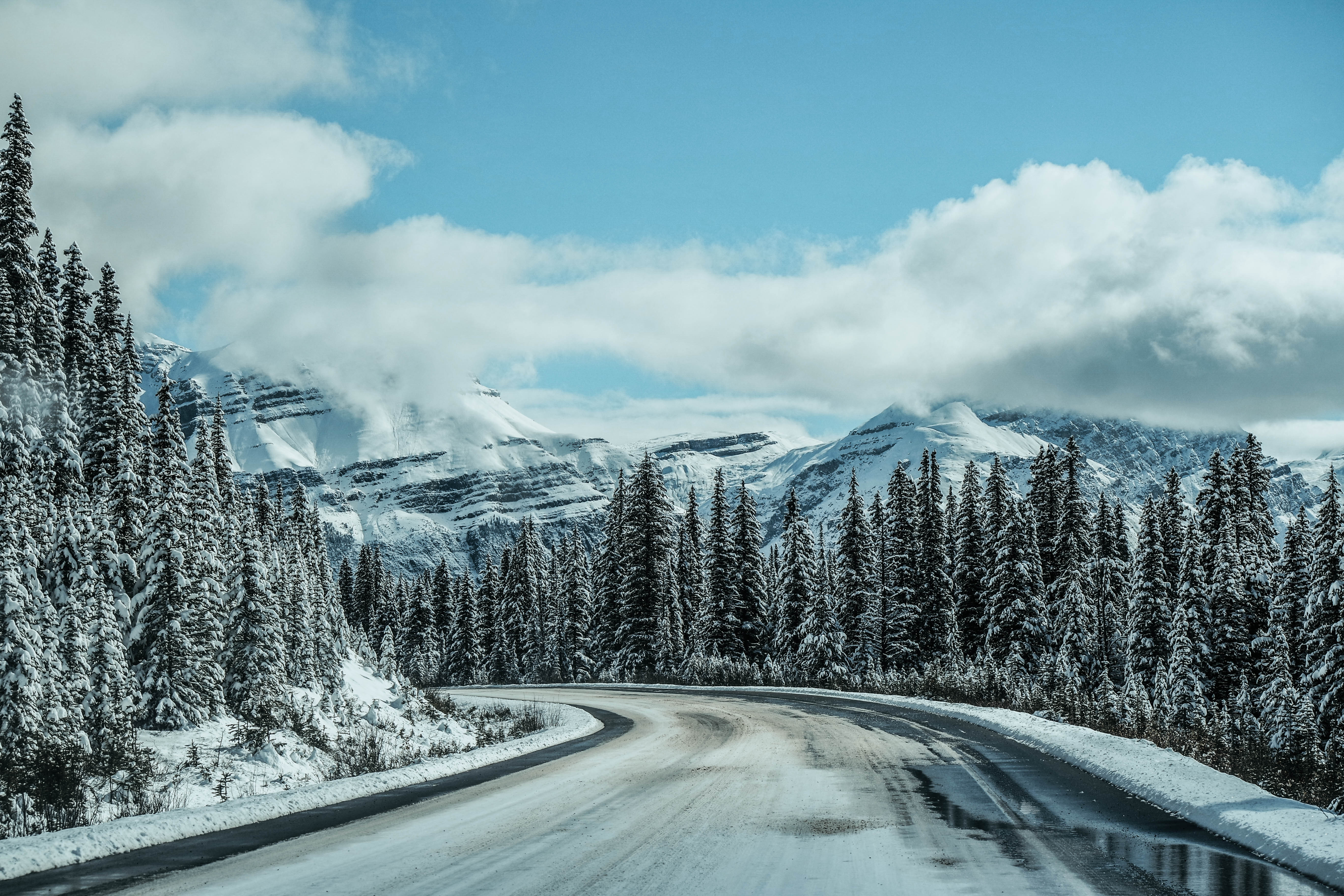 Snowy and slippery Icefield Parkway