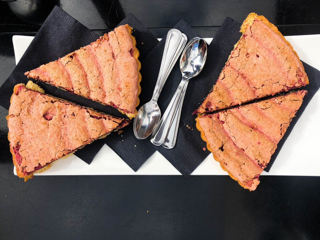 Enjoy some rose cake at Au 36 in Hautevillers