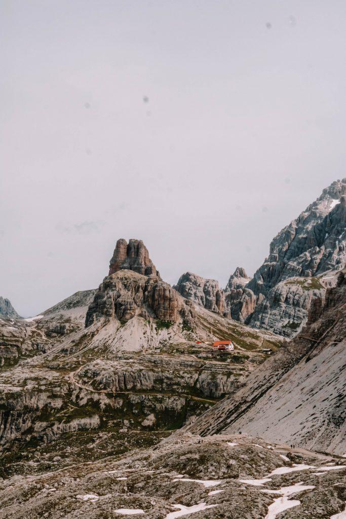 View on Rifugio Locatelli (Dreizinnenhutte) during the Tre Cime Loop